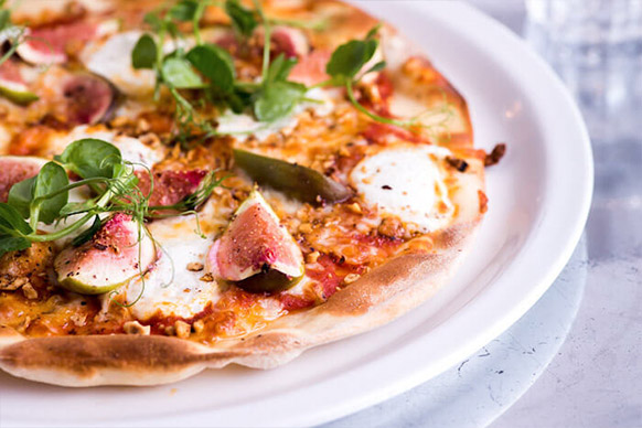 Caramlised fig & whipped goat's curd pizza